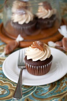 Chocolate Salted Caramel Cupcakes | Tide and Thyme