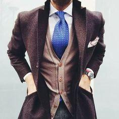Just a dark brown overcoat and grey check wool dress pants. Gentleman Mode, Gentleman Style, Mens Fashion Blog, Suit Fashion, Style Fashion, Fashion Quiz, Frock Fashion, 80s Fashion, Fashion Fall