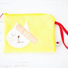 Mi-Au Weh Täschchen! 💛 🐈  #die_buntique #diebuntique #buntique #store #handmade #design #colorful #madeinvienna #vonhandmitherz  #täschchen #tasche #katze #auweh #kinder #pflaster #shoplocal #kirchengasse26 #vienna Stores, Coin Purse, Wallet, Purses, Yellow, Design, Instagram Posts, How To Make, Handmade