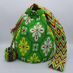 "35 Beğenme, 1 Yorum - Instagram'da Welawayuu  เวลาวายู  (@wela.wayuu): ""❤️ Wayuu bag Double thread size L   รุ่นด้ายคู่ ไซส์ L  เส้นผ่าศูนย์กลางก้นกระเป๋า 24 ซม.…"""