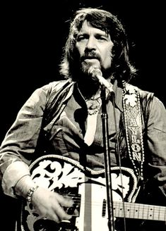 Description Waylon Jennings in 1976.jpg
