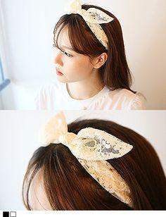 Today's Hot Pick :甜美优雅★纯色蕾丝兔耳发带 http://fashionstylep.com/SFSELFAA0013367/hkm0977cn/out 可爱发带,随心百变造型! 充满女人味儿的蕾丝,让无数MM都为之着迷! 兔耳朵造型,十分的活泼可爱的风格哦~ 松紧设计,舒适贴合,让美丽来的毫无压力~! 减龄单品,不容错过! - 蕾丝 - - 兔耳朵 - - 松紧 -