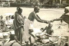 1950s: BKS Iyengar .... #VintageYoga #BKSIyengar #IyengarYoga #YogaAsana #Asana…