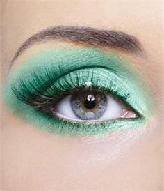 #Mint green eye shadow