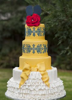 For this Beauty and the Beast wedding, Belle's dress and the Beast's rose inspired this magnificent cake.