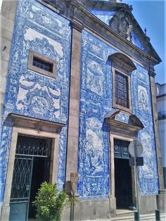 Porto Portugal Oporto - After spending four lovely nights in Lisbon, we got on a train and headed to Porto. This needs to be on your travel wishlist! Europe at its best.