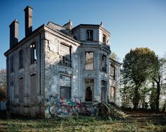 The Suburban Paris Ghost Town .. Article via link