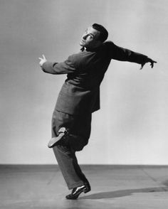 Gene Kelly, dancing, in a suit. Who could ask for anything more?
