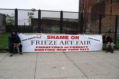 Protest @ Frieze New York 2012, foto: Roos van Put