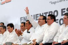Al reunirse con más de 35 mil maestros de la Sección 32 del Sindicato Nacional de Trabajadores de la Educación (SNTE), el gobernador Javier Duarte de Ochoa dijo que, en Veracruz, los maestros cuentan con todo su respaldo, el apoyo del gobierno y el reconocimiento de la sociedad.