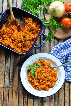 This healthy, homemade Dump-and-Bake Beefaroni recipe is a easy dinner that only requires about 5 minutes of prep! You don't even have to brown the meat or boil the pasta before it all cooks in one dish! Pasta Casserole, Casserole Recipes, Pasta Recipes, Gourmet Recipes, Cooking Recipes, Healthy Recipes, Baker Recipes, Healthy Meals, Dump Meals