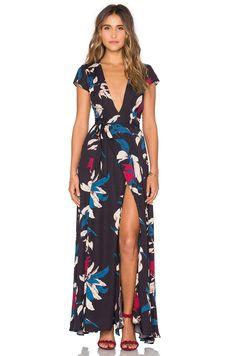 Tularosa Sid Wrap Dress в цвете Тропические цветы | REVOLVE