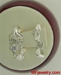 Beautiful Diamond Engagement Ring set 1/10th ct With Matching Wedding Ring 10kt White Gold  $289.00