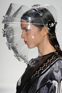 A close-up on the space-age headgear at Falguni & spring/summer 2013 show. Space Fashion, Fashion 2020, Look Fashion, Fashion Design, Runway Fashion, Arte Fashion, Fashion Face Mask, Editorial Fashion, Nose Mask