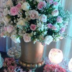 """146 curtidas, 3 comentários - Floricultura e Eventos (@florellaflores) no Instagram: """"Niver 90 anos de D Lu Caldas!! Suave como ela!! Clientemaisqueespecial #comemorandoemresidencia…"""""""