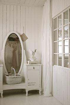 ❥ antique vanity
