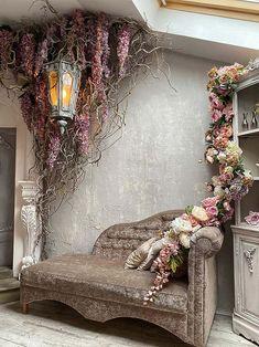 Large Flower Arrangements, Beauty Salon Decor, Goth Home Decor, Christmas Interiors, Corner Designs, Photo Studio, Interior Inspiration, Marie, Backdrops