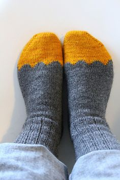 Hunajatassut Knitted Slippers, Wool Socks, Knitting Socks, Hand Knitting, Knitting Patterns, Crochet Doilies, Knit Crochet, Funky Socks, Yarn Inspiration