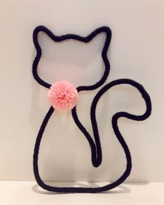 enfeites de tricotin Wire Crafts, Diy And Crafts, Arts And Crafts, Copper Wire Art, Spool Knitting, Big Knit Blanket, String Bag, Cat Birthday, Cat Party