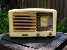 1940 Sonora KTU-87-89 AM Radio