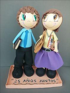 Hoy os mostramos esta pareja de fofuchas personalizadas que hicimos para la celebración de un 25 aniversario!