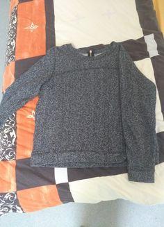 À vendre sur #vintedfrance ! http://www.vinted.fr/mode-femmes/pulls-and-pulls-a-capuche/53050939-pull-gris-hm