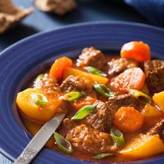 This summer beef stew recipe, is done in a crock pot so that you are not needing to turn on a hot oven to prepare this hearty delicious meal. Summer Beef Stew Recipe from Grandmothers Kitchen. Crockpot Meat, Crock Pot Slow Cooker, Crock Pot Cooking, Slow Cooker Recipes, Crockpot Recipes, Cooking Recipes, Healthy Recipes, Grandmothers Kitchen, Soup And Sandwich