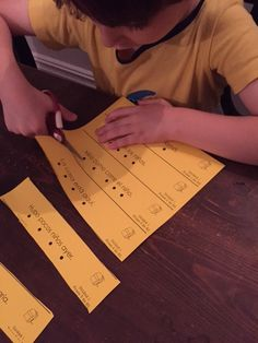 Practice Spanish sight word recognition and reading fluency with these sentence strips and assessments! 100% in Spanish