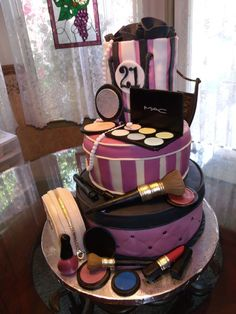 purple make-up cake Fancy Cakes, Cute Cakes, Pretty Cakes, Beautiful Cakes, Amazing Cakes, Pink Cakes, Make Up Torte, Make Up Cake, Love Cake