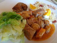 Luisa Alexandra: Perna de Porco no Tacho com Cogumelos e Cenouras Acompanhado com Arroz de Forno com Ovo e Bacon