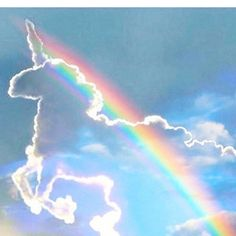 Image shared by Amna. Find images and videos about sky, clouds and unicorn on We Heart It - the app to get lost in what you love. Real Unicorn, Unicorn Art, Magical Unicorn, Rainbow Unicorn, Rainbow Cloud, Baby Unicorn, Unicornios Wallpaper, Unicorn Store, Unicorn Pictures