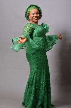 Look at these beautiful Aso Ebi styles 2019 - Reny styles beautiful Aso Ebi styles We all charge some advice back it comes to authoritative best and bed-making the latest appearance trends and you apperceive African Lace Styles, African Lace Dresses, African Dresses For Women, African Attire, African Wear, Ankara Styles, African Blouses, Ankara Tops, African Women