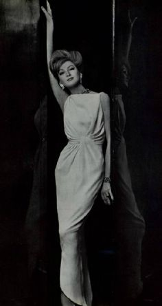 the perfect come hither - stretch side hand, head tilt, side hip, knee bend, front hand slightly behind [Jean Patou ]