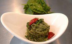 Rezept vom Zentrum der Gesundheit: Konjak-Spaghetti mit Spinat-Muskat-Sauce © ZDG #rezept #vegan #gesundheit