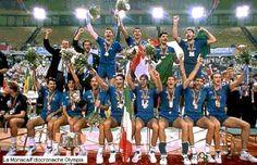 La nazionale italiana di pallavolo, guidata da fuoriclasse come Bernardi e Zorzi Lucchetta ed allenata  da Julio Velasco, dopo la finale dei campionati del mondo 1995 vinta contro l'Olanda