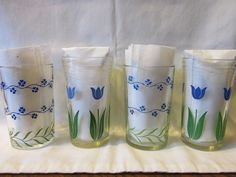 These Swanky Swig juice glasses are in excellent clean condition and show very little wear to the colorful patterns.