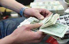 استقرار أسعار الدولار عند 1277 دينارا في الأسواق المحلية - اقتصاد منذ 2017-02-14 الساعة 09:43 (بتوقيت بغداد) بغداد ـ موازين نيوز سجلت أسواق العملة الأجنبية في العراق الثلاثاء أستقرارا لسعر صرف الدولار مقابل الدينار العراقي. وسجل سعر السوق في بورصة الكفاح ببغداد عند 1277 دينارا للدولار الواحد أي 127 ألفا و700 دينار للمائة دولار. أما أسعار بيع وشراء الدولار في شركات الصيرفة فكانت: سعر البيع للدولار الواحد بـ 1282 دينارا أي 128 الفا و200 دينار للمائة دولار. وسعر الشراء للدولار بـ 1272 دينارا أي…