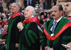 أكثر من 10 آلاف يحتفلون برعاية أبوغزاله في حفل تخريج جامعة جرش في المدرج الروماني