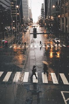 What's your favorite rainy city street? Ours is in Chicago. www.chicagofieldtrips.net