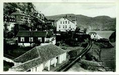 Nordland fylke Fauske kommune  Sulitjelma. Utg Mittet. Sulitjelma med togspor langs vatnet brukt 1930-tallet