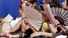 Meteo Napoli, da domani temperature in discesa Le ultime notizie che riguardano il meteo sono davvero incoraggianti per i cittadini di Napoli, in quanto l'anticiclone Lucifero darà una tregua. Stando alle notizie che riportano alcuni siti meteoro