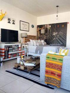 Mueble para la televisión a rayas blanco y rojo