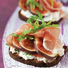 Fig, Blue cheese and Prosciutto Bruschetta recipe - Easy Countdown Recipes Think Food, Cooking Recipes, Healthy Recipes, Cooking Tips, Appetisers, Prosciutto, Food Photo, Finger Foods, Appetizer Recipes