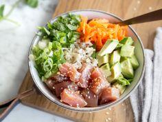 Poke Bowl mit Thunfisch und Avocado