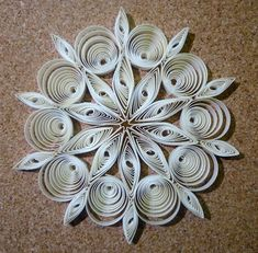 Quilled Christmas decoration n°2 step by step