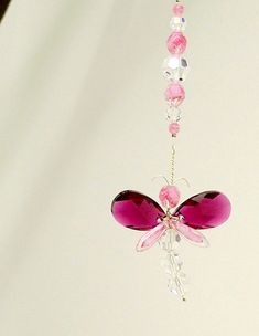 This striking pink dragonfly suncatcher / car charm has been hand crafted from Swarovski Crystal & glass beads. You have the choice of having a dragonfly with large wings of either pink Swarovski Crystal or clear Swarovski Crystal This charm gives a great sparkle in sunlight. Place