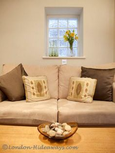 Both calm and exciting, this is a place that makes good days even better. Lose yourself in the peace and solitude of this comfortable London apartment. Furnished Apartments, Rental Apartments, London Apartment, Holiday Apartments, Drawing Room, Made Goods, One Bedroom, Solitude, Calm