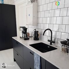Black and white in perfect harmony in brand new kitchen. Thumbs up also for the fully integrated black sink in this worktop… Kitchen Tops, Kitchen Units, New Kitchen, Kitchen Ideas, Kitchen Design, Black Sink, Sink In, Work Tops, Kitchen Colors