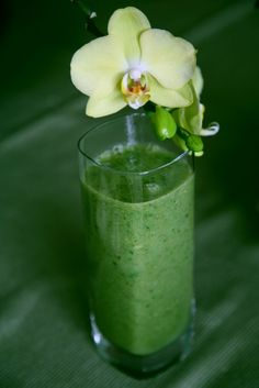Green Smoothie: Don't be put off by the greenness of this drink. It tastes delicious, trust me on this one!