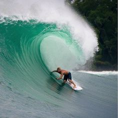 Mick Fanning about to get pitted #surfing
